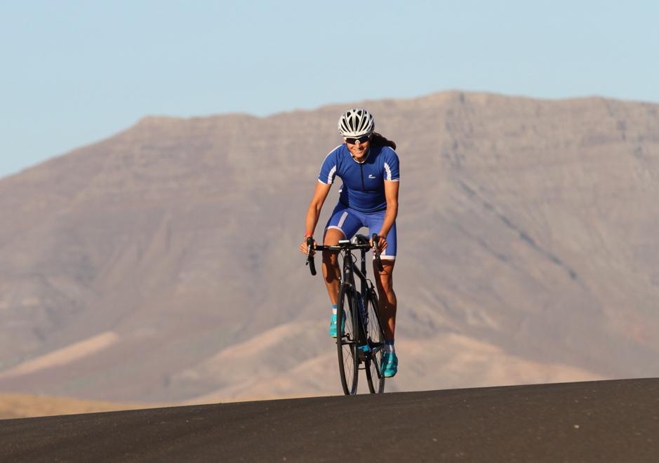 Laura Philipp beim Radfahren auf Fuerteventura