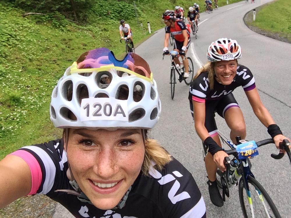 Frauenpower beim Radfahren über die Alpen