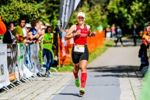 Profi-Triathletin Katja Konschak beim Laufen