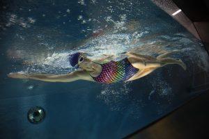 Eine gute Wasserlage und die richtige Atemtechnik sind entscheidend beim Kraulen