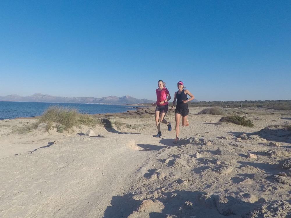 Laufen am Strand auf Mallorca