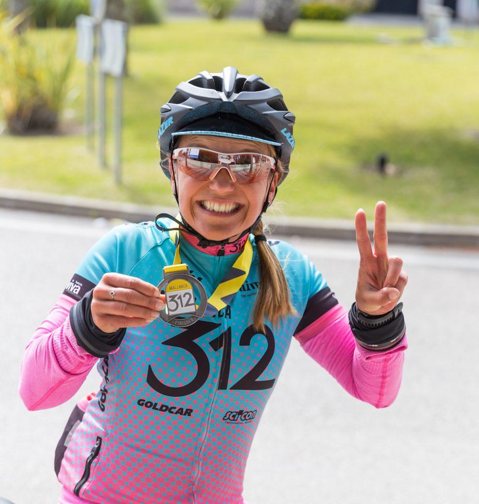 """Anita happy im Ziel des Radrennens """"Mallorca312"""""""