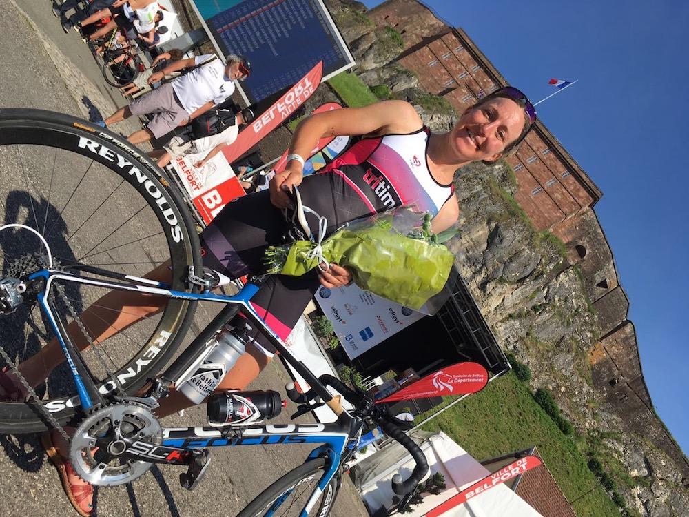 Simone Schwarz siegt beim Triathlon im französischen Belfort