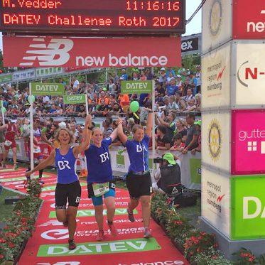 BR-Staffel im Ziel bei der Challenge Roth