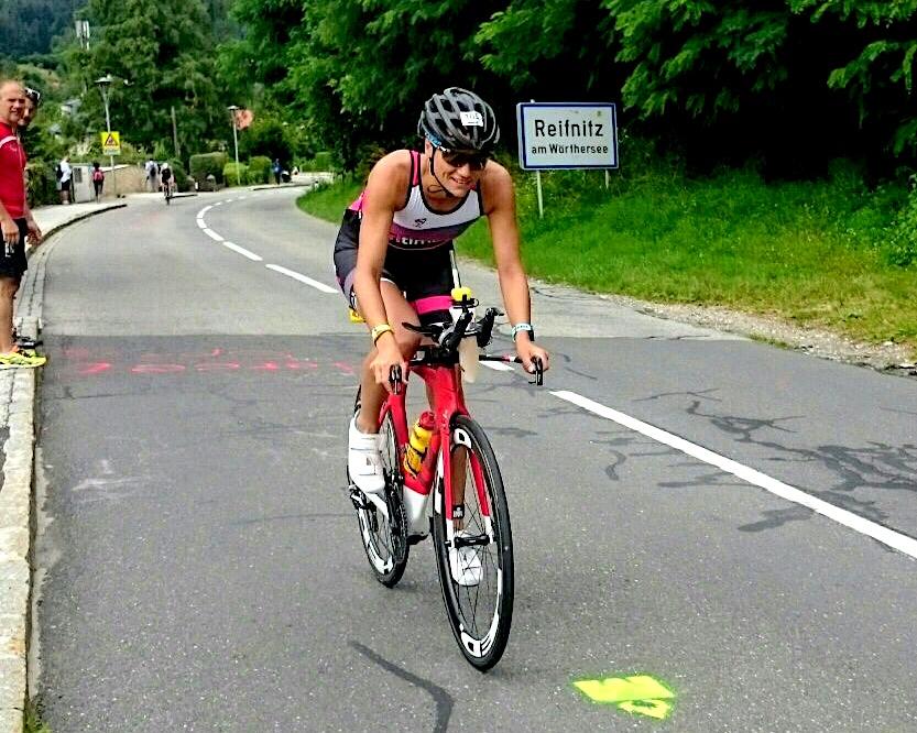 Luisa auf der Radstrecke beim Ironman Kärnten