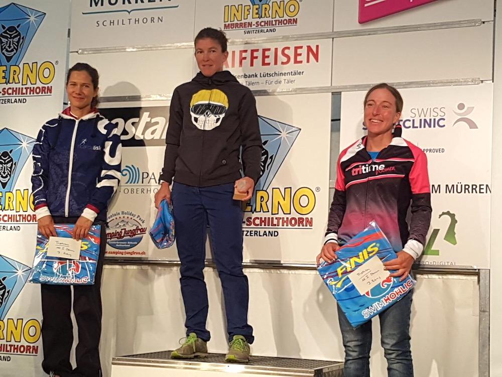Simone Schwarz auf dem Podium beim Inferno Triathlon