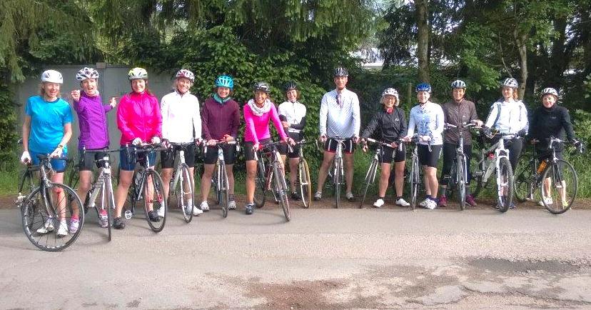 Mädelsgruppe: gleich geht es zum Radfahren