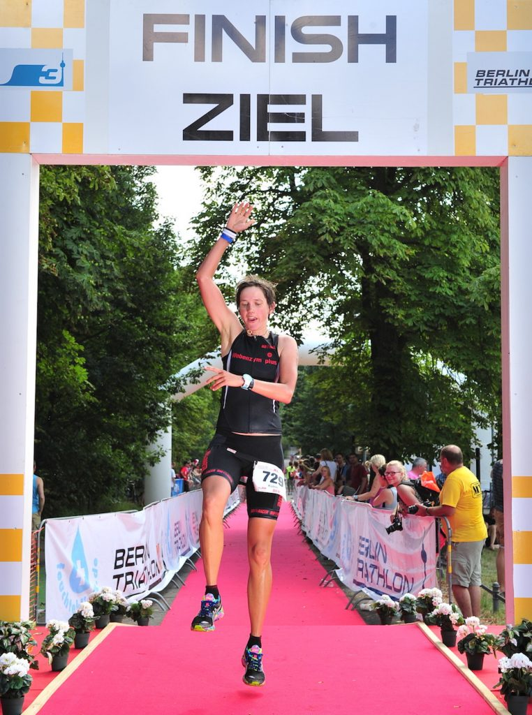 Finishline: Katrin beim Berlin Triathlon