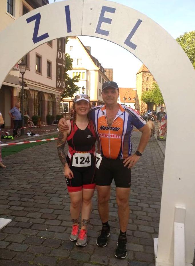 Laura und ihr Papa beim Triathlon