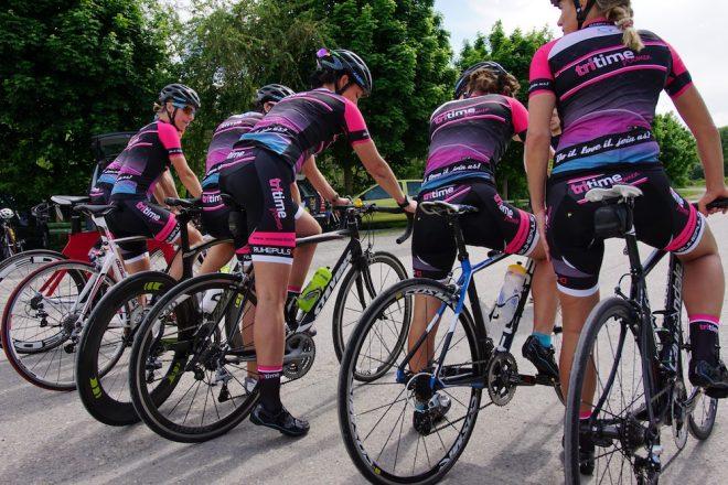 Radfahren mit den tritime women team-Mädels