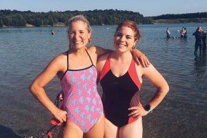 Freiwasserschwimmen am Lagener Waldsee mit Cahti und Laura – der Citytriathlon Frankfurt kann kommen