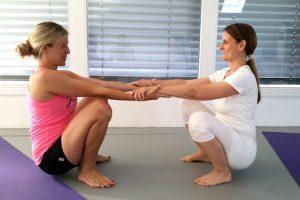 Katja schwanger beim Yoga