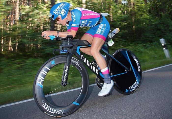 Daniela Sämmler auf dem Triathlonrad bei der Challenge Roth 2018