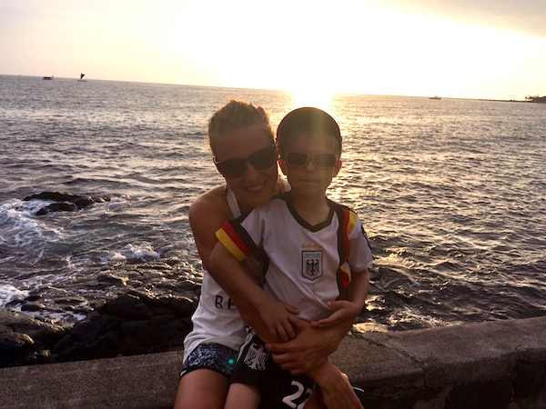 Daniela Sämmler mit ihrem Sohn in Kona 2016