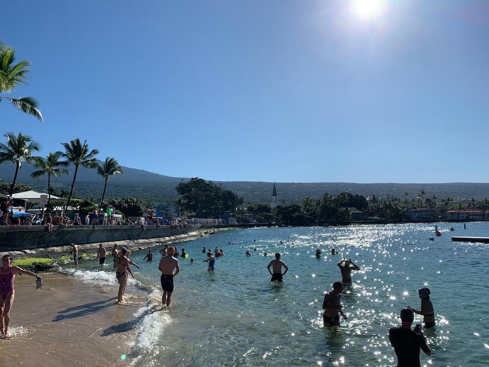 Dieses Bild hat ein leeres Alt-Attribut. Der Dateiname ist am-pier-in-kailua-kona.jpg