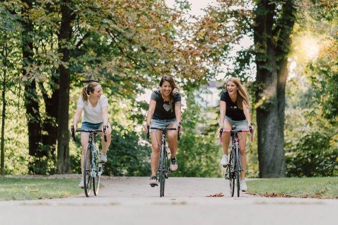 Die Mädels von KAMA. Leiberl auf dem Rad on Tour