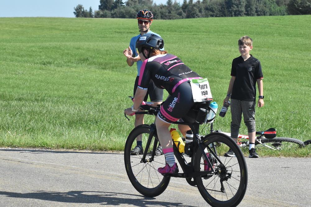 Laura auf dem Rad bei der Challenge Roth